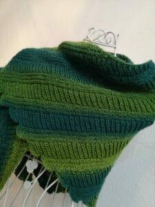 KundInnenprojekt Criss Cross Tuch Farbverlauf
