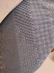 KundInnenprojekt Dreieckstuch aus Farbverlaufsbobbel Muster 1