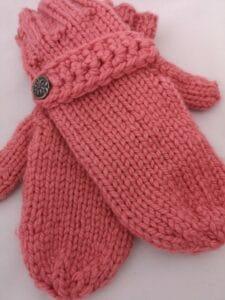 KundInnenprojekt Handschuhe mit Zierriegel und Dekoknopf